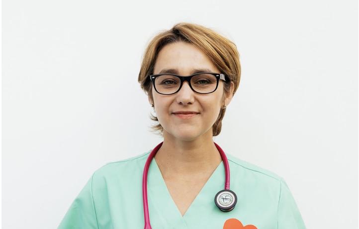 Pracownik medyczny może drzemać na dyżurze, ale spać już nie…